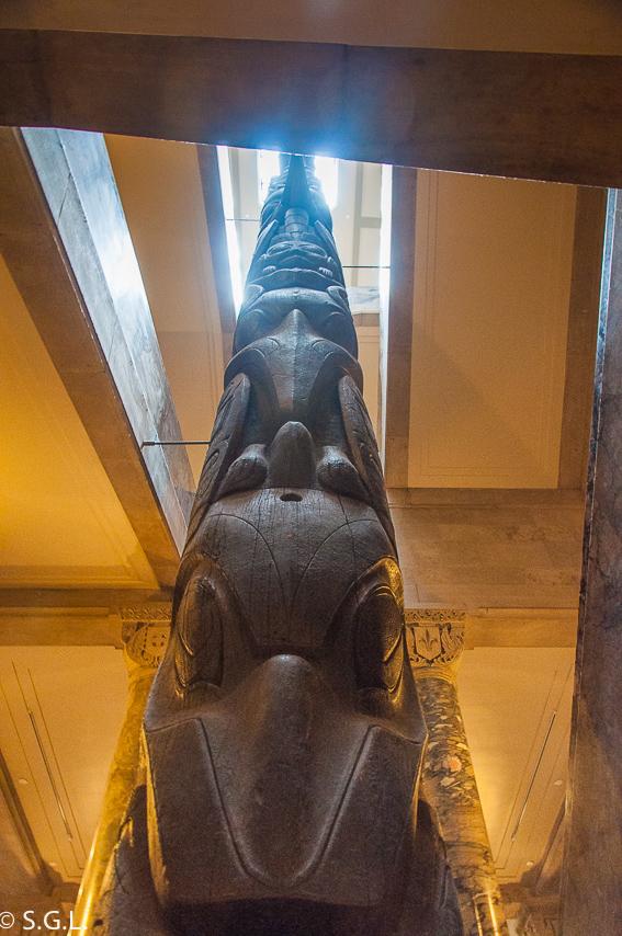 Totem en el Royal Ontario Museum ROM Toronto