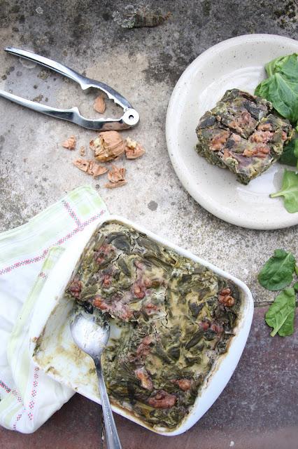 Cuillère et saladier : Flan d'épinards à la moutarde et aux noix (vegan)