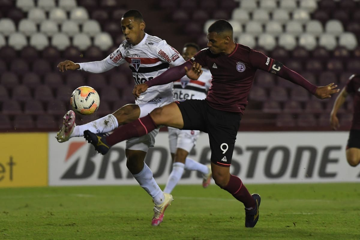 Sudamericana: en un emotivo final Lanús venció a San Pablo 3 a 2