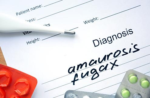 """Penyakit Amaurosis-Fugax Pada Manusia Pengertian Amaurosis-Fugax Amaurosis-fugax adalah kehilangan penglihatan dalam periode singkat. Penyakit ini muncul karena kurangnya aliran darah menuju kornea. Kondisi ini biasanya terjadi secara mendadak dan menghilang dalam waktu beberapa detik atau menit.  Tanda dan Gejala Amaurosis-Fugax Gejala amaurosis-fugax termasuk kehilangan penglihatan secara tiba-tiba dan sementara. Kita akan merasa seolah-olah ada sesuatu yang menutupi kedua mata kita. Situasi ini dapat muncul secara tersendiri atau bersamaan dengan gejala saraf lainnya. Lebih serius lagi, penyakit ini dapat menyebabkan penyumbatan aliran darah menuju otak. Mungkin masih ada gejala lain yang tidak tercantum. Jika ada keluhan mengenai suatu gejala silahkan konsultasikan dengan dokter.  Penyebab Amaurosis-Fugax Amaurosis-fugax muncul karena penyumbatan aliran darah menuju mata yang sementara. Umumnya, penyumbatan darah atau plak (sejumlah kecil kolesterol atau lemak) terjadi di dalam pembuluh darah. Pembuluh darah yang menyempit juga bisa mengurangi aliran darah menuju mata.  Faktor Risiko Amaurosis-Fugax Terdapat banyak faktor yang dapat meningkatkan risiko Amaurosis-Fugax, yang diantaranya : Kolesterol dan tekanan darah tinggi Merokok secara aktif maupun pasif  Nah itu dia bahasan dari penyakit amaurosis-fugax pada manusia. Melalui penjelasan di atas bisa diketahui mengenai pengertian, tanda dan gejala, penyebab, dan faktor risiko dari penyakit ini. Mungkin hanya itu yang bisa disampaikan di dalam artikel ini, mohon maaf bila terjadi kesalahan di dalam penulisan, terimakasih telah membaca artikel ini.""""God Bless and Protect Us"""""""