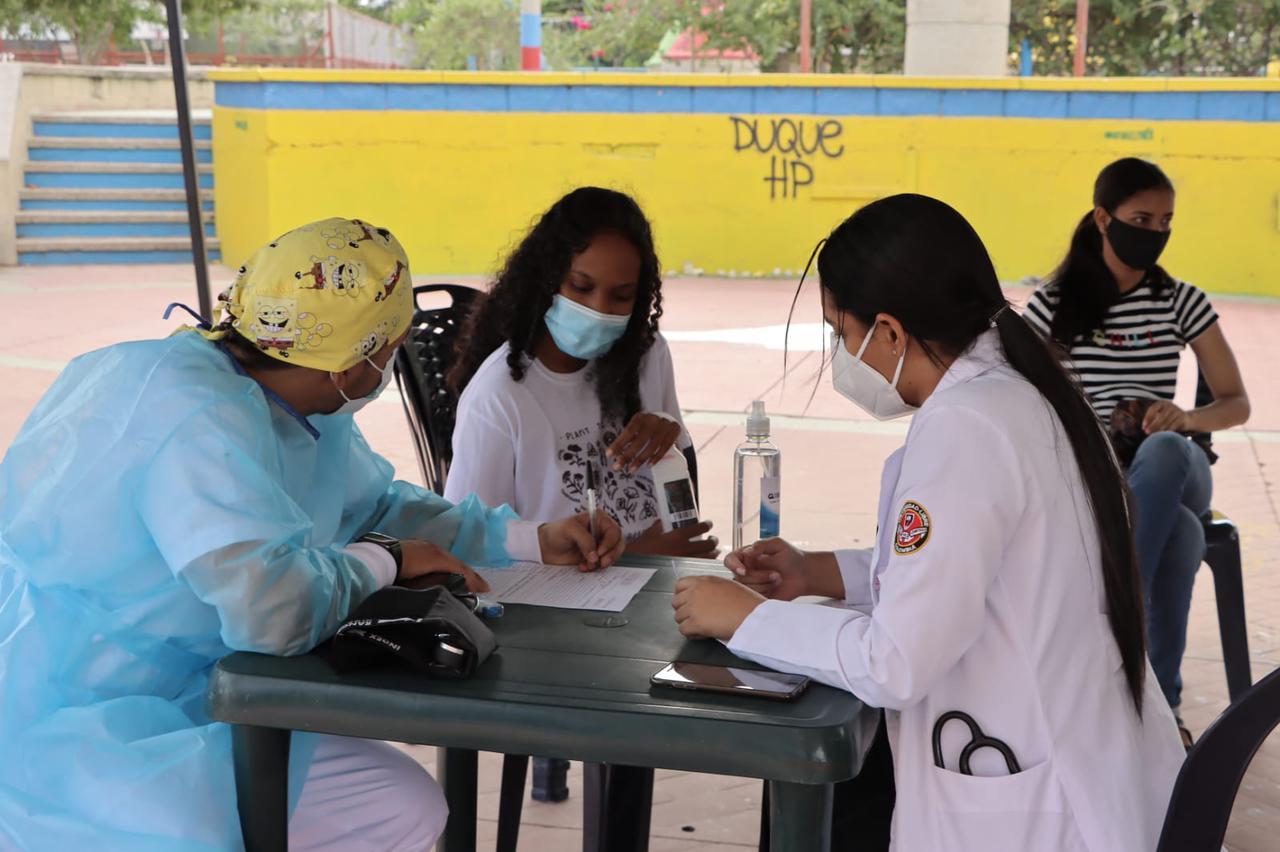 https://www.notasrosas.com/Jóvenes que realizan huelga de hambre en Riohacha, reciben atención médica