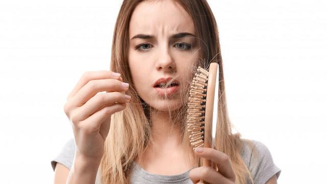 Tudo sobre queda de cabelo feminino