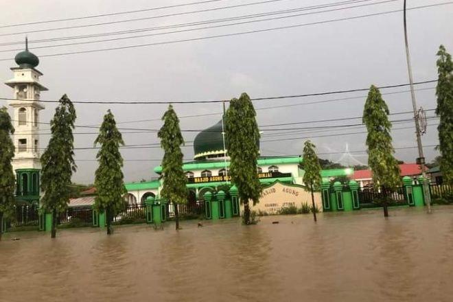Kota Sinjai di Kepung Banjir, Kantor Hingga Rujab Bupati Terendam Air