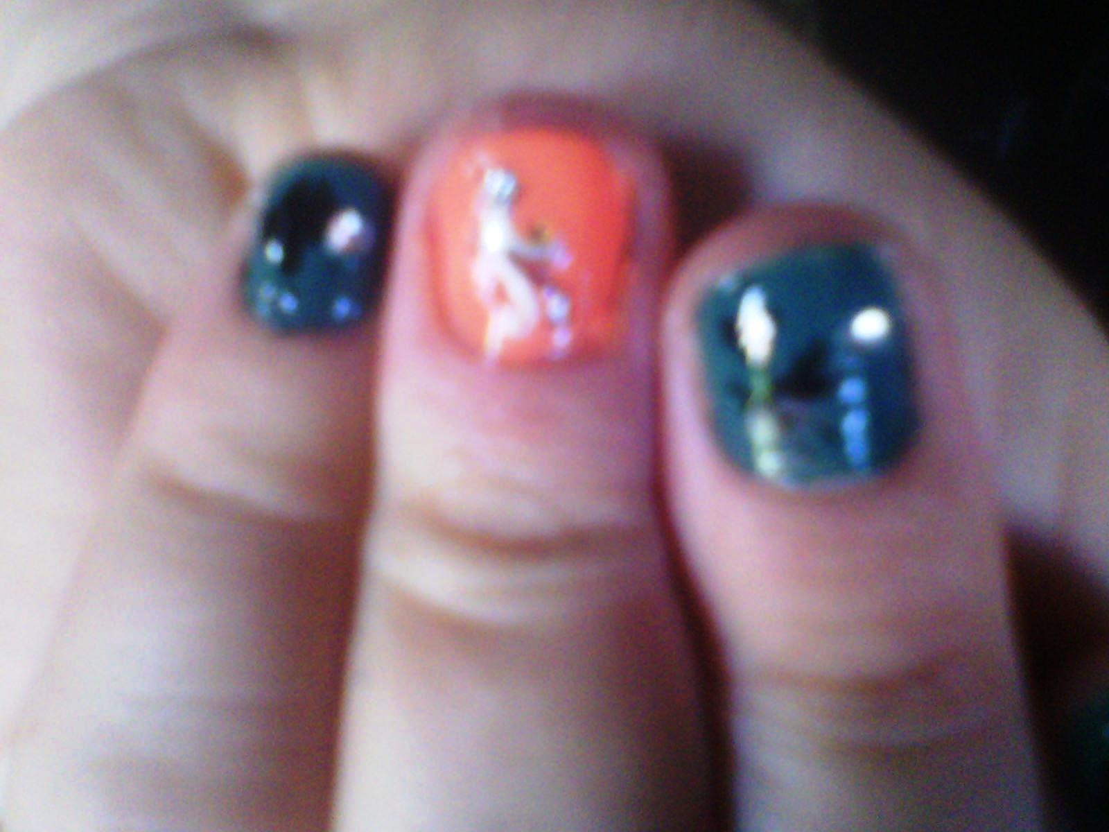 Pies de mi amiga con untildeas recieacuten pintadas acariciandome - 3 10