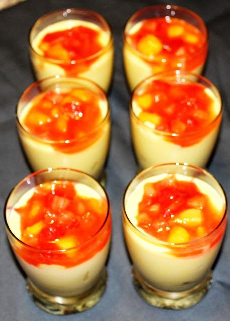 Bicchierini di cremoso ai frutti esotici
