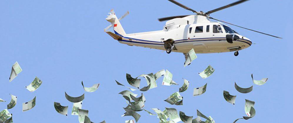Imagine that you are in your house quarantined by the coronavirus and suddenly you see a helicopter passing by that launches money. hat is the metaphor that economists use to refer to helicopter money, also known as monetary helicopter.