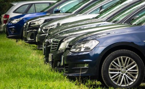 Sedang Cari Sewa Mobil Mewah di Jakarta? Hanya di Traveloka Jawabannya!