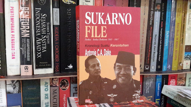 sukarno essay Sukarno: the president of indonesia design by dóri sirály for prezi origin dutch rule socially organized racially crops failing sukarno banned anti-communist papers.