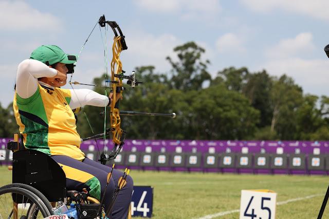 Jane Karla dispara flecha nos Jogos Paralímpicos de Tóquio