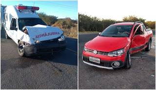 Colisão entre saveiro e ambulância