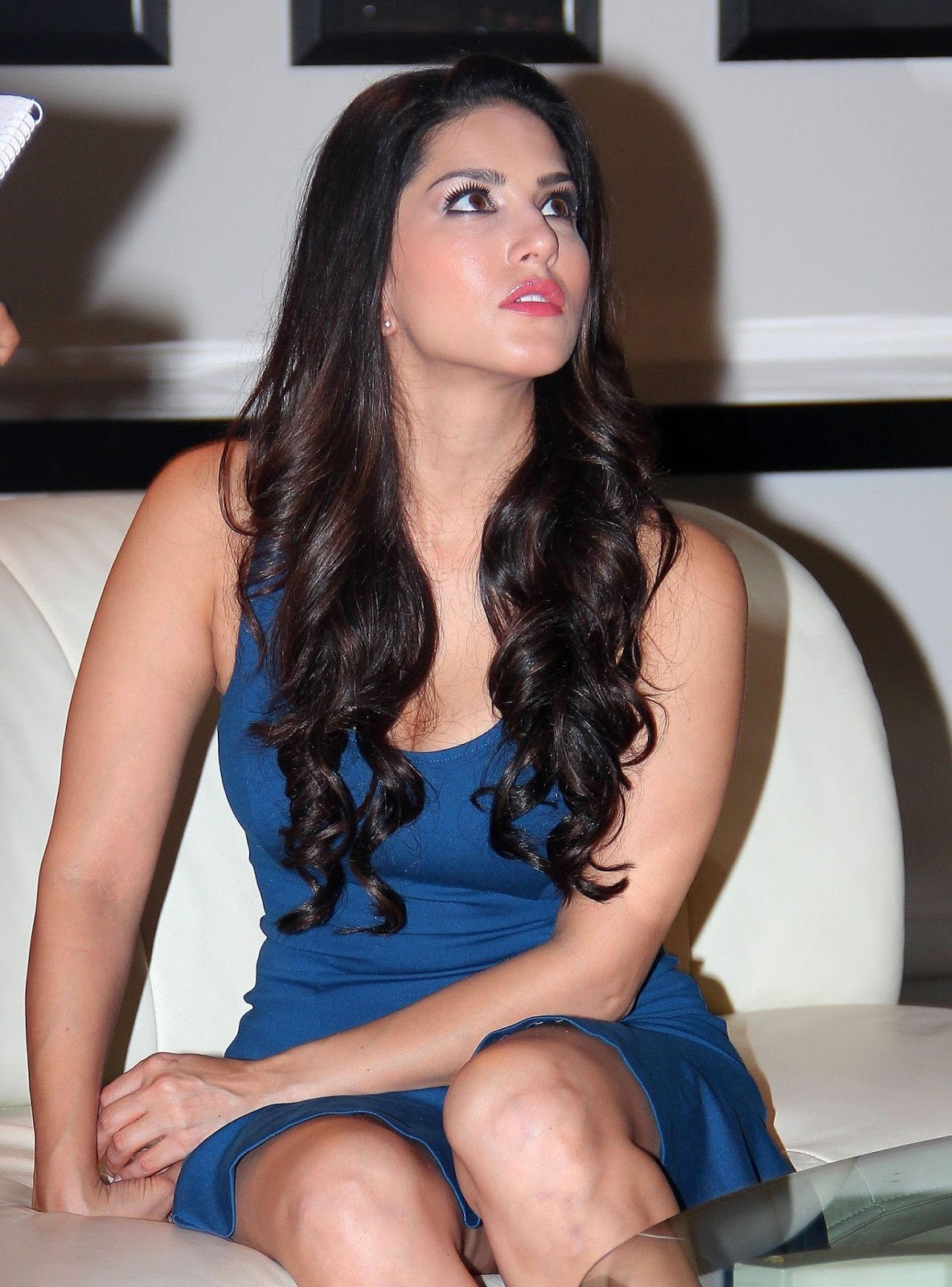 Bollywood Actress Sunny Leone Hot Legs Thigh Images In Blue Mini Skirt