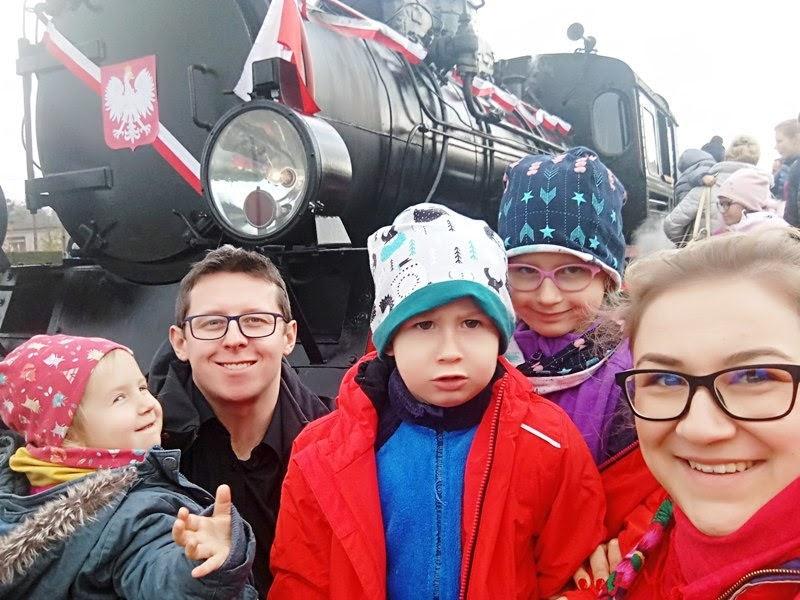 średzka kolej powiatowa wąskotorowa święto niepodległości rodzinna wycieczka parowóz