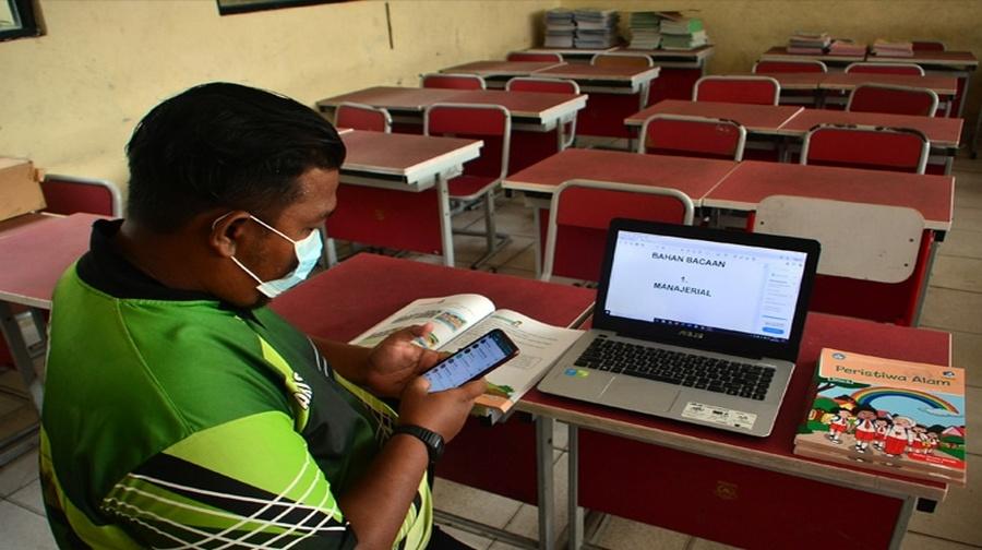 Kemendikbud Dinilai Tidak Peka Perjuangan Guru di Tengah Pandemi