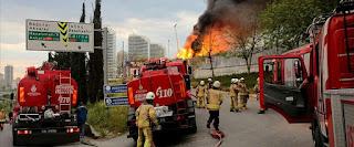 بالفيديو: حريق كبير في منشأت لجمع النفايات وفصلها في إسطنبول