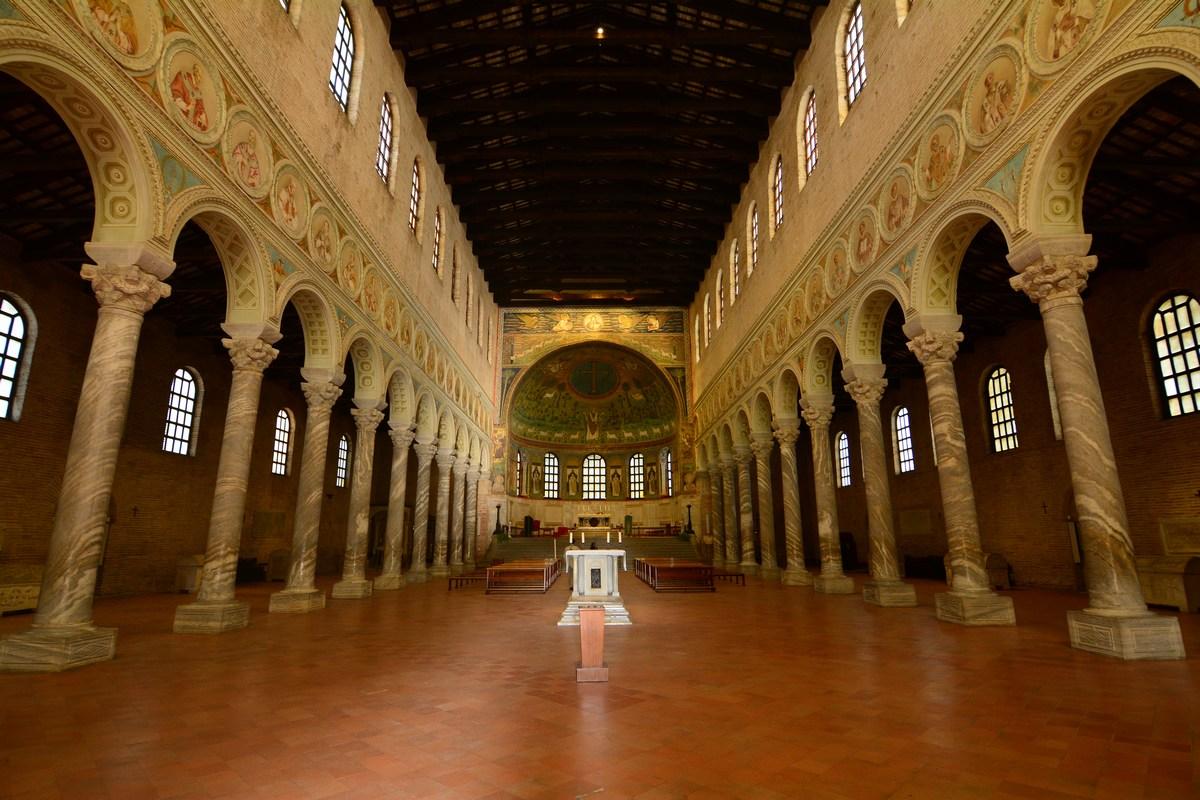 La triple-nef de Saint-Apollinaire in Classe.