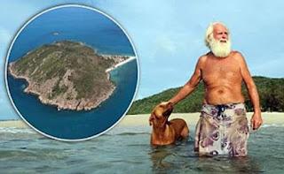 Мъж на безлюден остров