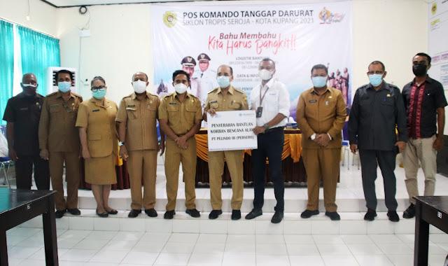Jefirstson Riwu Kore Terima Sumbangan ke Korban Badai Seroja dari Berbagai Pihak di Kota Kupang.lelemuku.com.jpg