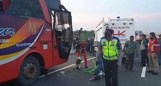 Bus Makmur Kontra PT.Rapi Jalan Tol, Kernet Meninggal, Penumpang Luka-luka