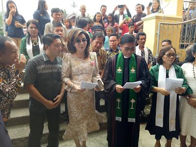 Tetty Paruntu Hadiri Pengucapan Syukur Dan Pentahbisan Gereja GMIM Efrata Pinamorongan