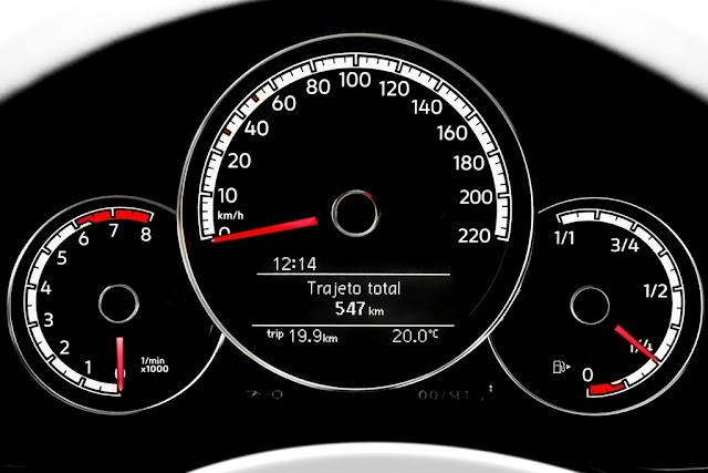 Novo VW Cross-Up! 2018 TSI - cluster de instrumentos