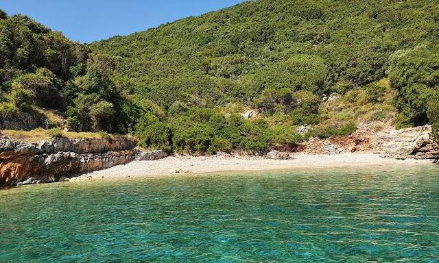 Ιθάκη: «Αναγεννήθηκε» μια παραλία που «έπνιγαν» 74 τόνοι σκουπιδιών