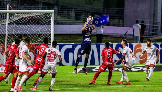 Com gol aos 45 do 2º tempo, CRB empata com Náutico no Rei Pelé