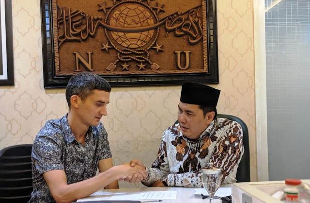 Lagi dan lagi, Warga Negara Ukraina Masuk Islam di PBNU