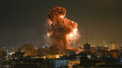 Gaza City: sette i palazzi distrutti dai caccia israeliani