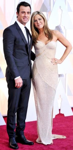 Foto de Justin Theroux y Jennifer Aniston posando para fans