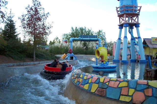 Atracción de agua en Parque Warner Madrid