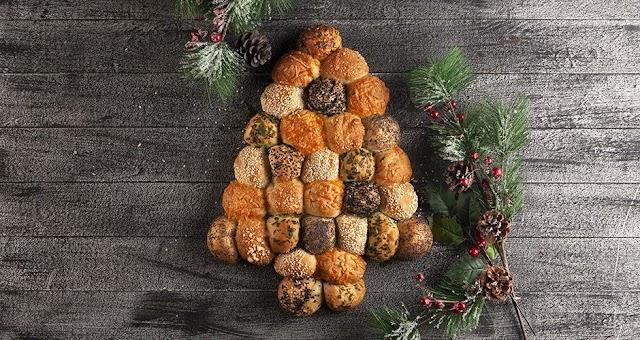 Χριστουγεννιάτικα ψωμάκια γεμιστά με τυρί