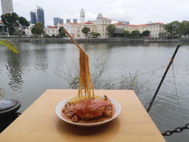 Flying Noodles with Chilli Crab