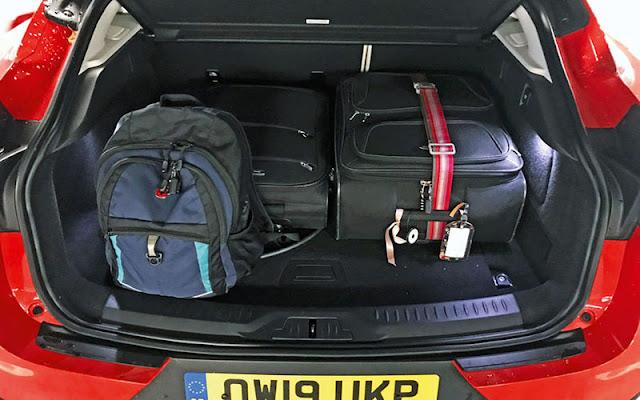 Jaguar I - Pace có thể tích khoang hành lý khoảng 716 lít