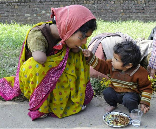 2 YEAR OLD OFFERING FOOD TO HER HANDICAPPED MOM - 29 Breathtaking Photographs of The Human Race