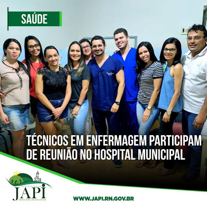 Técnicos em enfermagem participam de reunião no hospital municipal