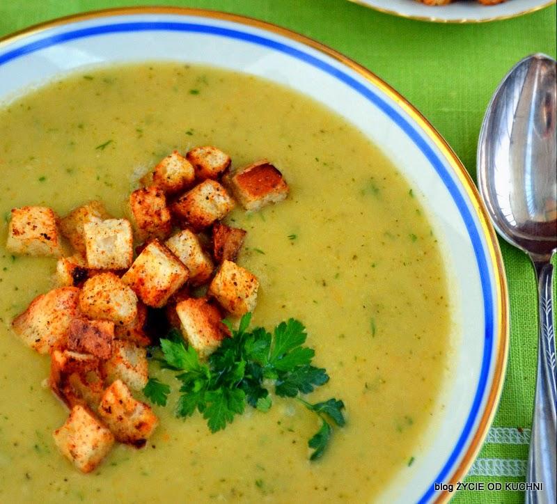 zupa jarzynowa krem, zupa jarzynowa, zupa krem, zupa z cukini, sezonowe przepisy, lipiec, lipiec wkuchni, warzywa sezonowe lipiec, lipiec owoce sezonowe lipiec, lipiec warzywa sezonwe, sezonowa kuchnia, sezonowosc, zycie od kuchni, lipiec zestawienie przepisow