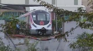 delhi-metro-hit-wall