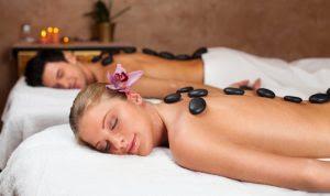 Doanh nhân Phan Đức Linh chia sẻ cách massage bằng đá nóng