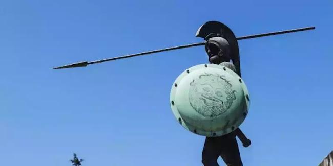 Ελληνόφωνοι της γνώστης ράτσας βεβήλωσαν το μνημείο του Λεωνίδα στις Θερμοπύλες