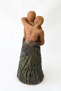 Escultura de cerámica de dos amantes