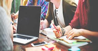 مشكلة الحيرة في اختيار التخصص المناسب و الافضل ، لمتابعة دراستهم بالخارج،. توجد العديد من التخصصات التي يمكنكم دراستها في فرنسا، ولكن نقطرح عليكم 3 افضل تخصصات مميزة يمكن دراستها مثل اللغويات والفنون والإدارة والتجارة.
