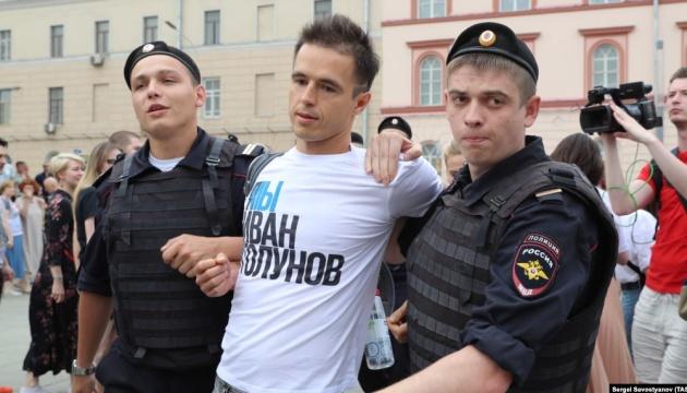 Акції у Москві: майже 700 затриманих, серед них член путінської Ради з прав людини