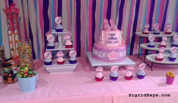 Affordable Bacolod Catering Services - Rochelle's Kitchen catering and food services - Bacolod mommy blogger - Bacolod blogger - Bacolod food - party setup - dessert table - birthday cake - birthday cupcakes