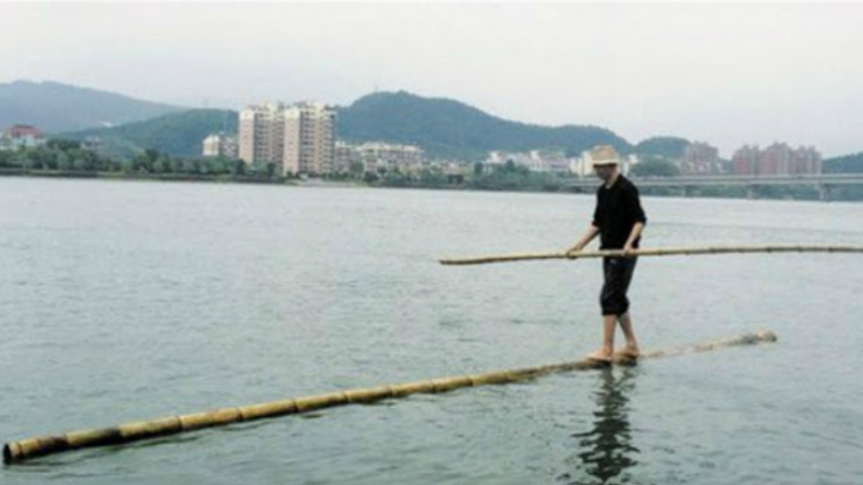 Sebatang Bambu Untuk Menyeberang Sungai