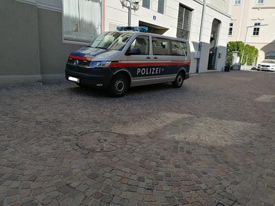 النمسا إدانة عناصر شرطة بعدما فضحت كاميرا المراقبة تعاملهم السيء مع مهاجر
