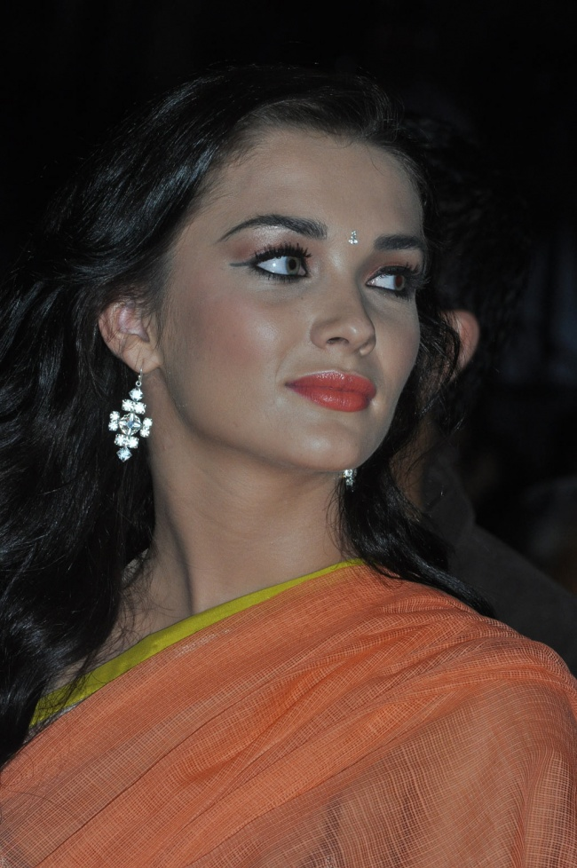 Amy Jackson Miss Teen World 2009: Amy Jackson Latest Spicy Pink Saree Photos