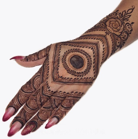 Square Mehndi Design for back hand