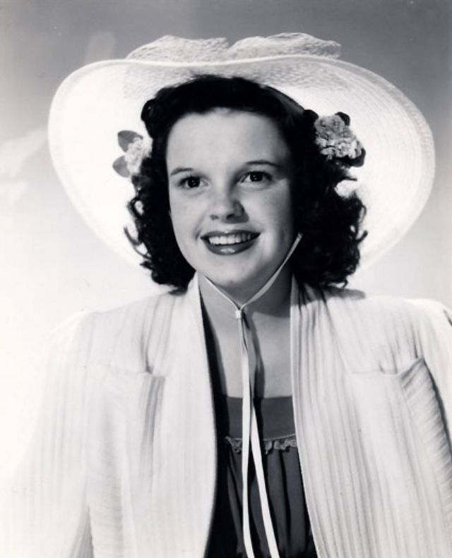ce3be97ee71 Take a look at these beautiful photos to see a teenager Judy Garland in the  1930s.