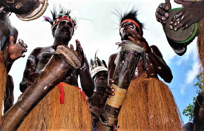 Alat Musik Tifa di Papua