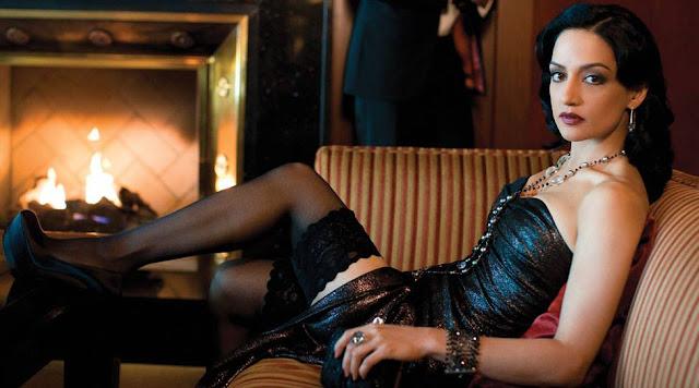 Actress Archie Panjabi Hot Pics Navel Queens